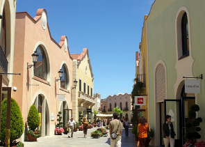 Private Shopping Tour to La Rocca Outlet Village
